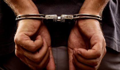 Accident auto. Vatamare corporala pieton. Culpa comuna. Sofer vinovat condamnat la 6 luni inchisoare cu executare. Asigurator obligat la plata de despagubiri in cuantum de: 10.000 euro.
